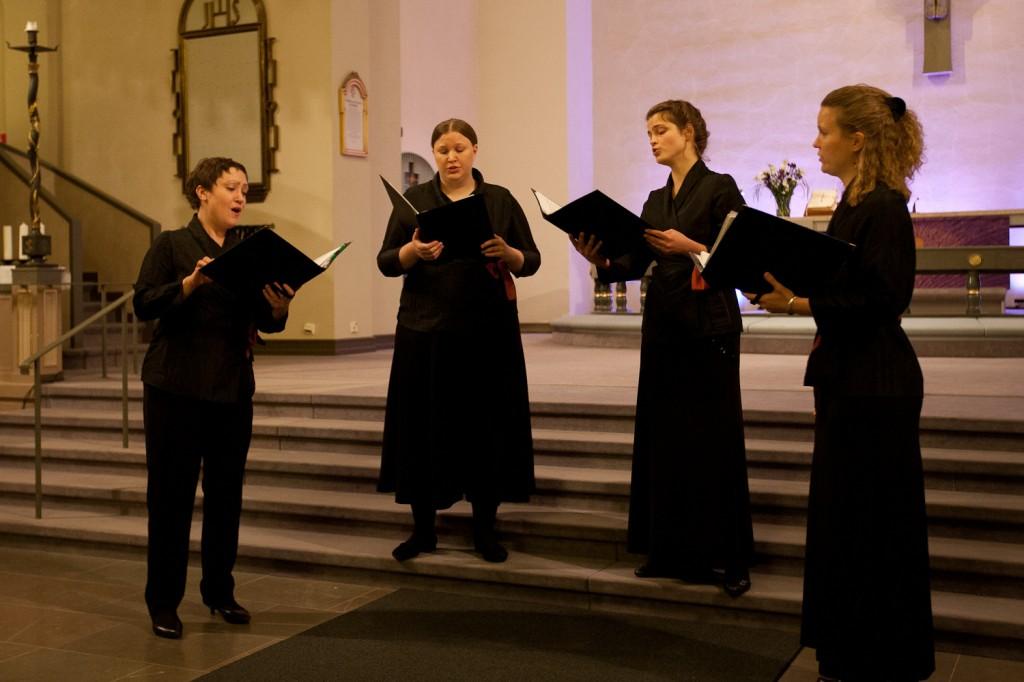 Tomas Luis de Victorian Duo Seraphim esitettiin kvartettina. Vasemmalta Katri Hilander-Rautio, Loviisa Hynninen, Annette Hänninen ja Satu Koponen-Tripathi.